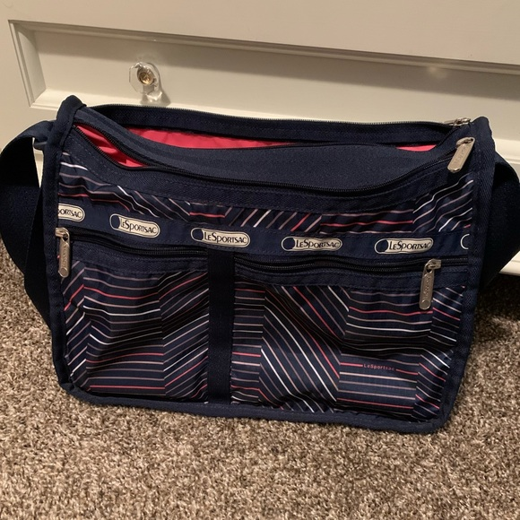 Lesportsac Handbags - LeSportsac navy bag